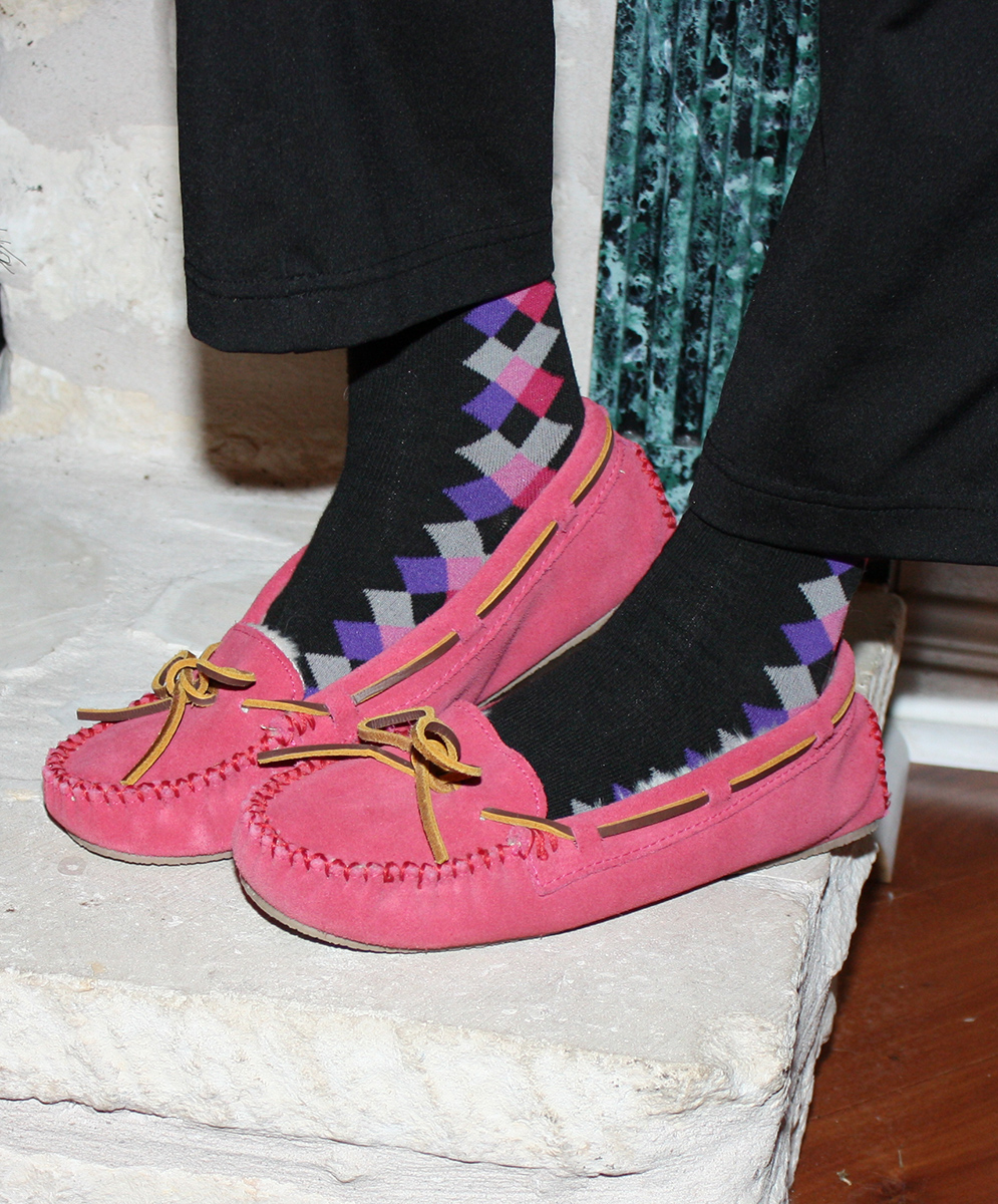 minnetonka_cally_slipper_pink