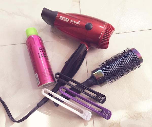 blowdryer_roundbrush_hairclips_heatprotection