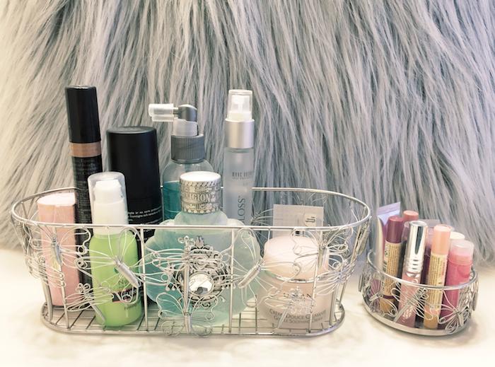 makeup_stands